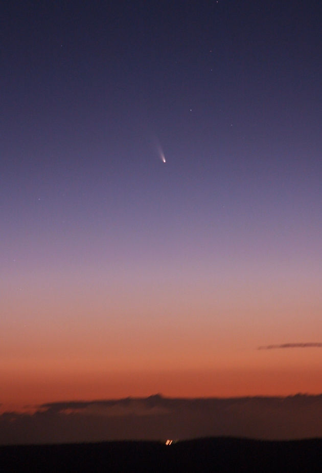Comet C/2011 L4 PANSTARRS as seen from Mount Dale, Western Australia. The lights on the distant horizon are from the city of Armadale, which is southeast of Perth. Image credit: Astronomy Education Services/Gingin Observatory.